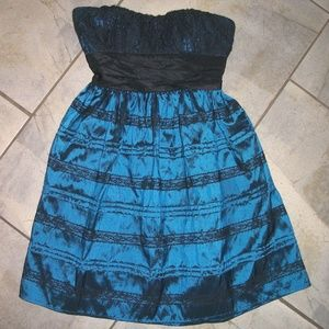 Halo Black Lace and Blue Satin Strapless Formal M